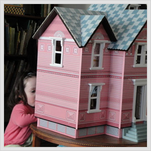 Melissa And Doug Classic Heirloom Victorian Doll House.